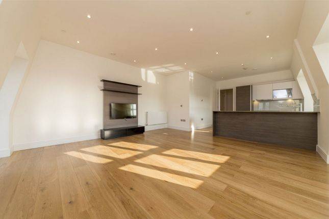 Thumbnail Flat for sale in Crescent House, Crescent Lane, Clapham