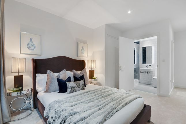 Flat for sale in 9 Starboard Way, Traders' Quarter At Royal Wharf, London