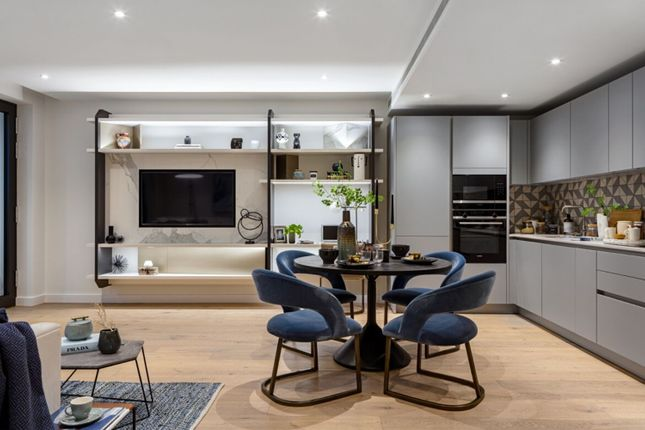 Thumbnail Flat for sale in Golden Lane, Barbican, London