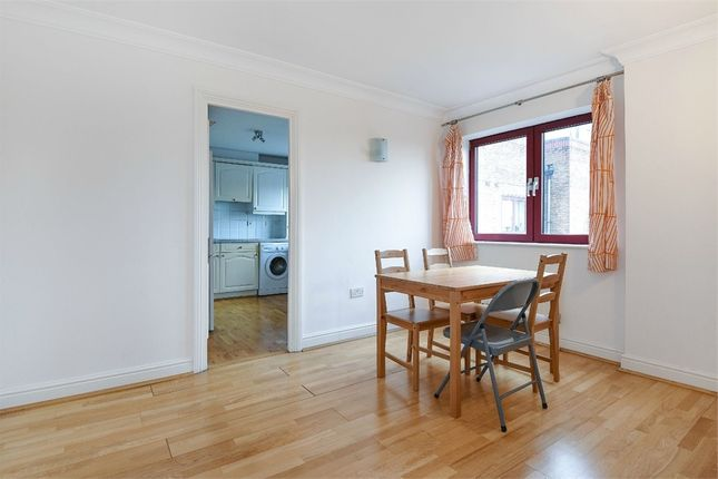 2 bed flat to rent in Sailmakers Court, William Morris Way, London