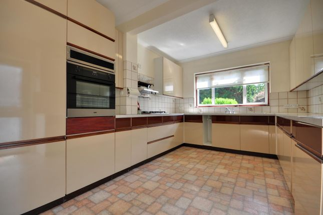Thumbnail Bungalow to rent in Cheney Street, Pinner, Middlesex