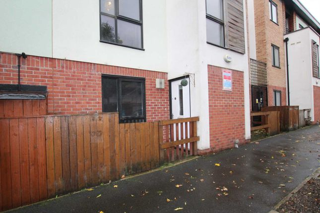 Thumbnail Flat to rent in Wellington Terrace, Salford