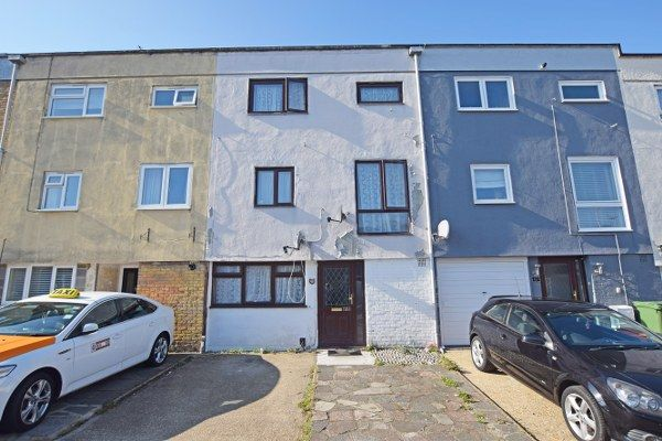 Thumbnail Town house for sale in Rokells, Basildon