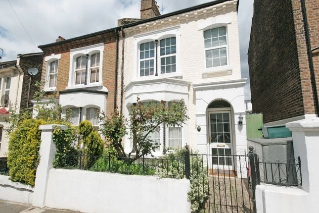 4 bed semi-detached house to rent in Birkbeck Avenue, London