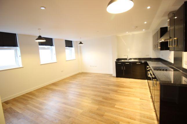 Thumbnail Flat to rent in Cheap Street, Newbury