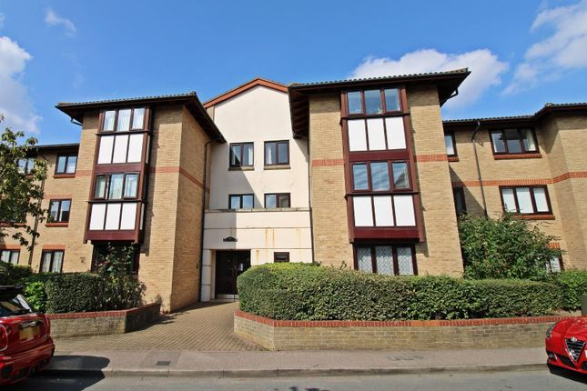 Thumbnail Flat for sale in Victoria Court, Back Street, Biggleswade