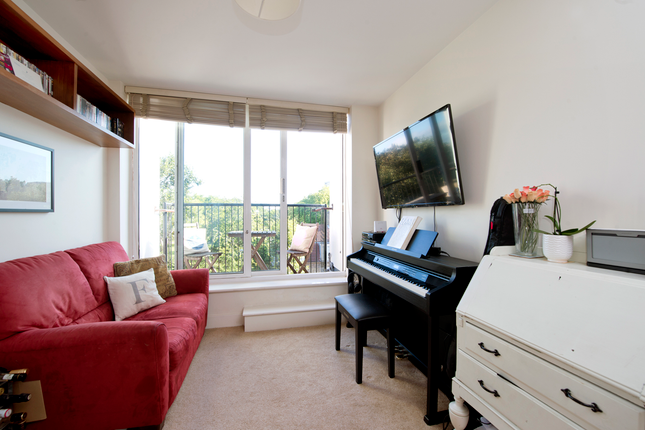 1 bed flat for sale in Malvern Road, London