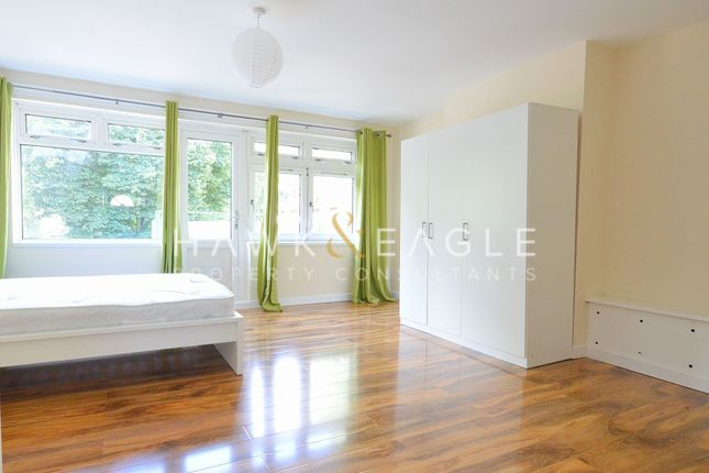 3 bed flat for sale in Marcus Court, London E15