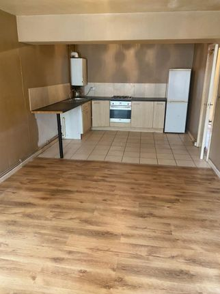 1 bed flat to rent in Holmesdale Street, Grangetown, Cardiff CF11