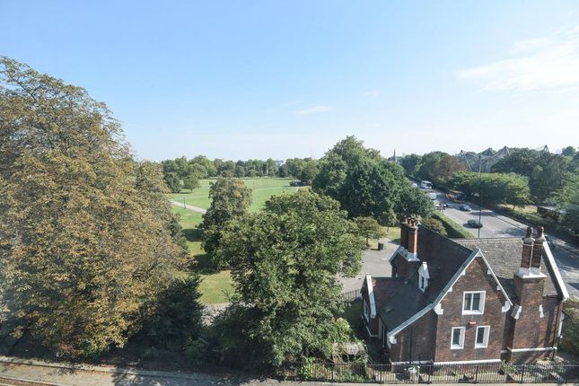 Thumbnail Flat for sale in Kings Court, St Johns Wood NW8,