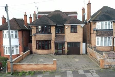 Thumbnail Detached house for sale in Highway Road, Leicester