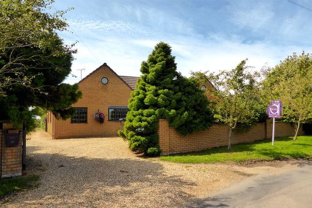Thumbnail Country house for sale in Elmside, Emneth, Norfolk