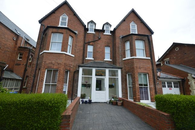 2 bed flat to rent in Grosvenor Road, (Flat 3), Scarborough YO11