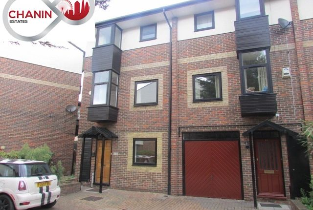 Thumbnail Town house to rent in Barnfield Place, Docklands
