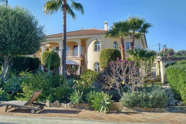 5 bedroom villa for sale in Calle El Salvador, 21, 29693 Estepona, Málaga, Spain