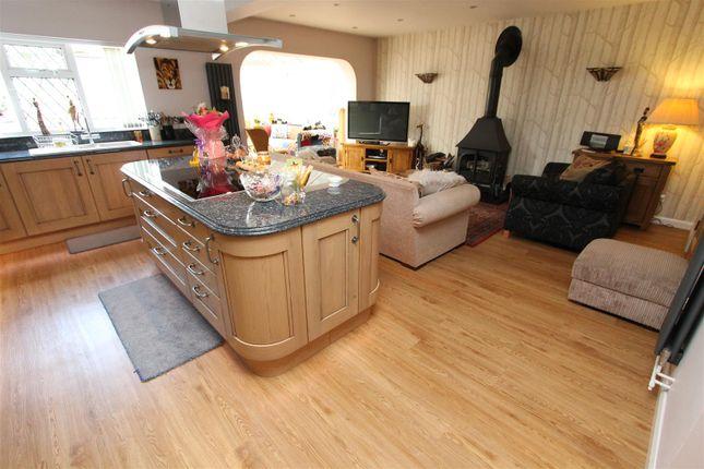 Thumbnail Detached house for sale in Crofts Path, Leverstock Green, Hemel Hempstead