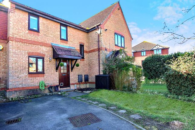 Thumbnail Terraced house for sale in Drovers End, Fleet