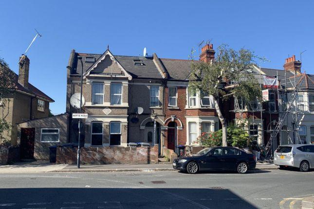 Studio to rent in Bertie Road, Willesden NW10