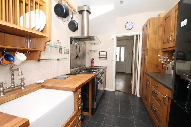 Thumbnail Property for sale in Broomfield Avenue, London
