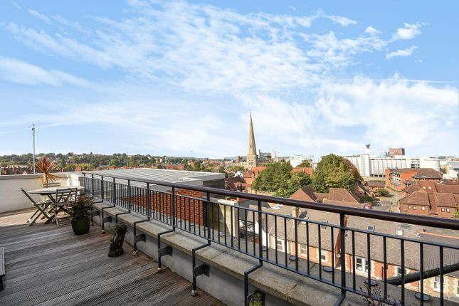 Thumbnail Flat for sale in Crown Street, Reading