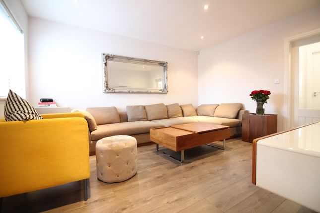 3 bed bungalow to rent in The Spur, Burnham SL1