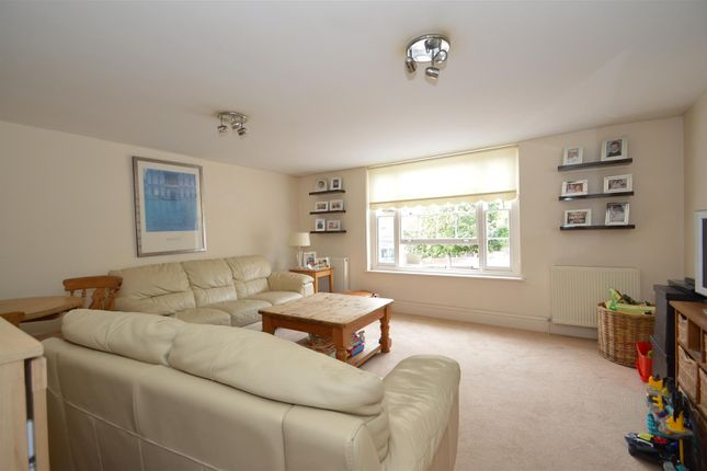 Thumbnail Flat for sale in High Street, Aylesford