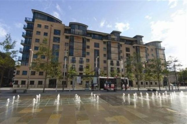 Thumbnail Flat to rent in Queens Square, Belfast