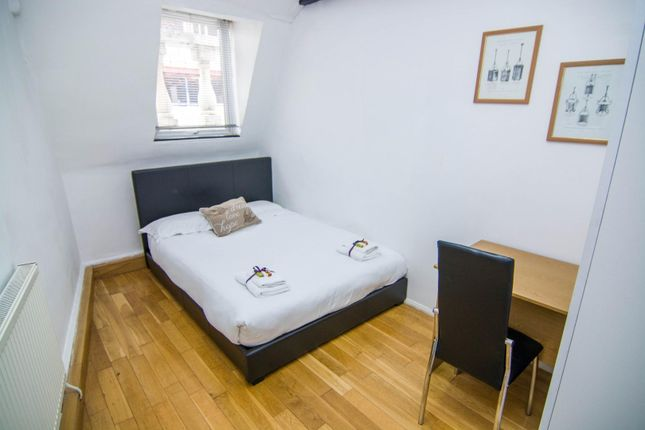 Thumbnail Flat to rent in Hatton Wall, London