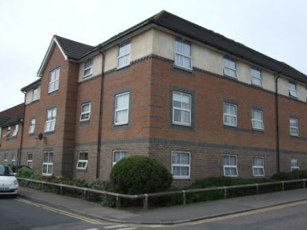 Thumbnail Flat to rent in Alexandra Road, Tonbridge