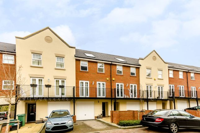 Thumbnail Property to rent in Lescot Place, Bromley Common