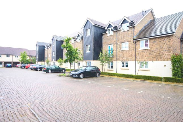 2 bed flat for sale in Scholars Walk, Farnborough, Hampshire