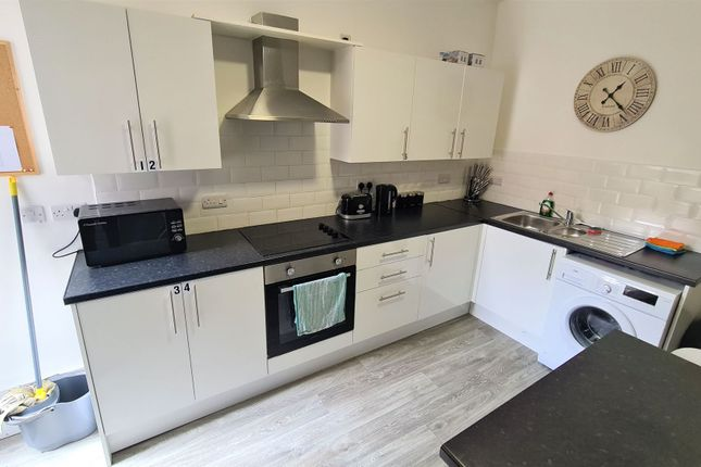 Thumbnail Room to rent in Room 4, 66 Low Road, Doncaster