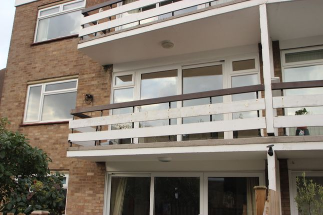 Thumbnail Flat to rent in Esplanade Gardens, Westcliff-On-Sea