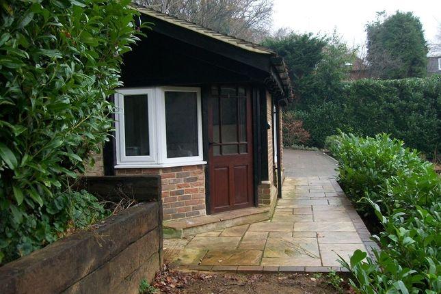 Thumbnail Flat to rent in Aveley Lane, Farnham