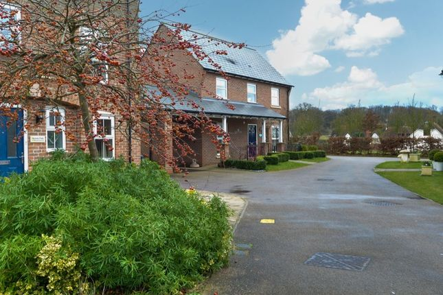 3 bed detached house for sale in Felstead Crescent, Stansted