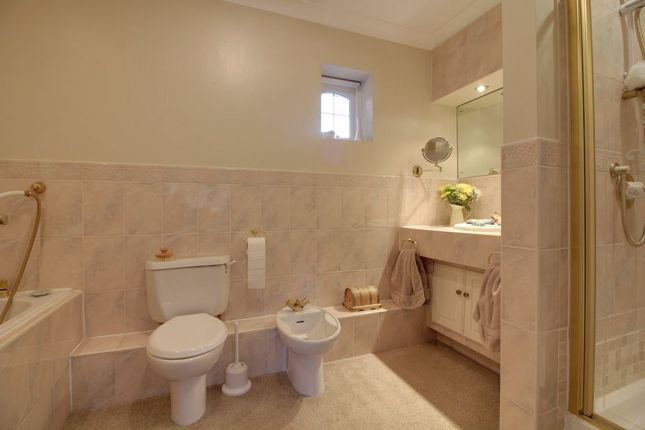 En Suite of Mayfield Court, Victoria Road, Formby, Liverpool L37