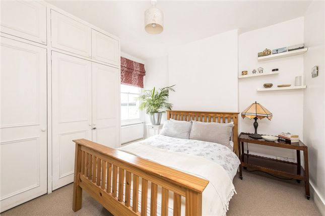 Picture No. 16 of Queensmill Road, London SW6