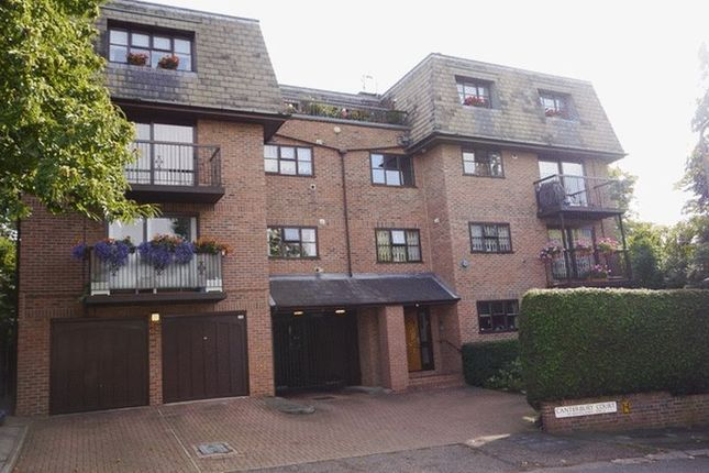 Flat to rent in Canterbury Court, Woodlands, Golders Green, Greater London