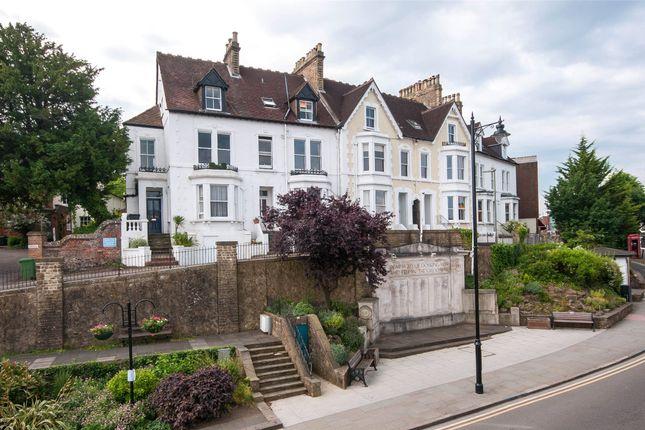 1 bed flat to rent in Victoria Terrace, Dorking, Surrey