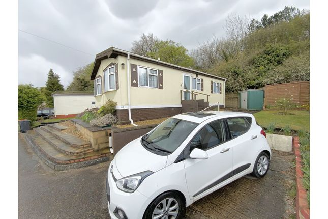 2 bed mobile/park home for sale in Caddington Park, Luton LU1