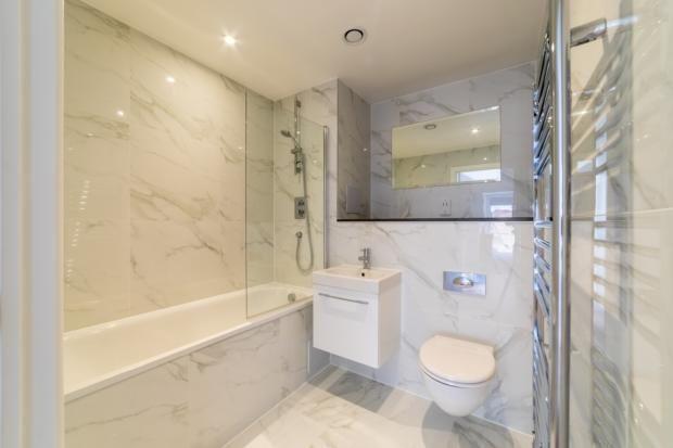 Bathroom of Lurke Street, Bedford MK40