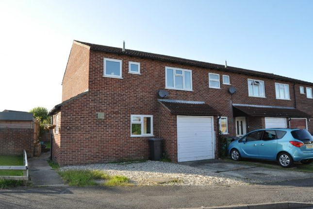 3 bedroom end terrace house for sale in Derwent Road, Thatcham