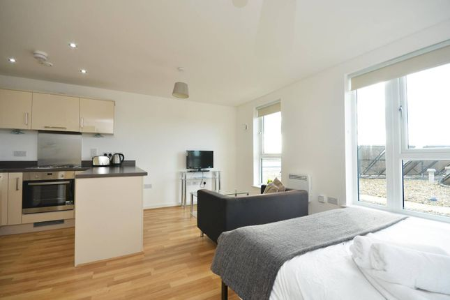 Studio to rent in Guildford Road, Woking