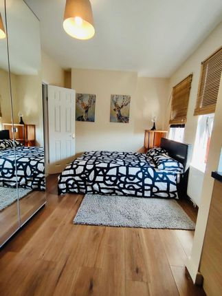 Thumbnail Flat to rent in West Green Road, London