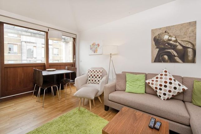 2 bed flat to rent in Highbury Crescent, Highbury