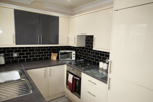Picture No. 05 of Lavender Close, Kingswood, Hull HU7