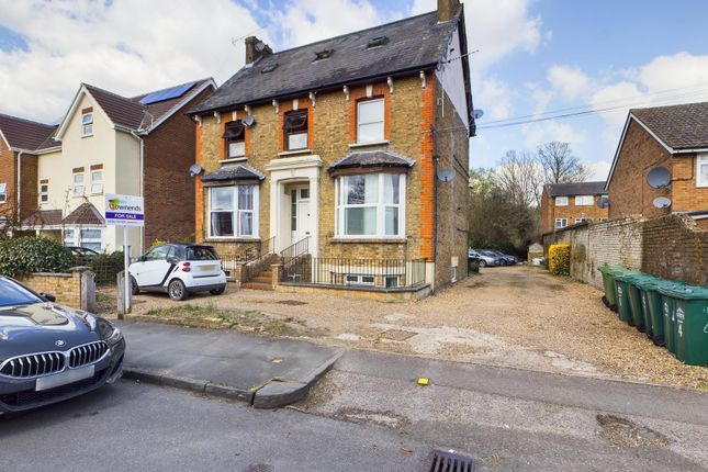 Thumbnail Flat for sale in Flat 4, 39 Leacroft, Staines-Upon-Thames, Middlesex