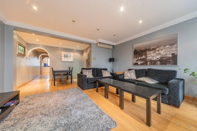 Thumbnail Flat for sale in Hyde Park Place, Hyde Park, London