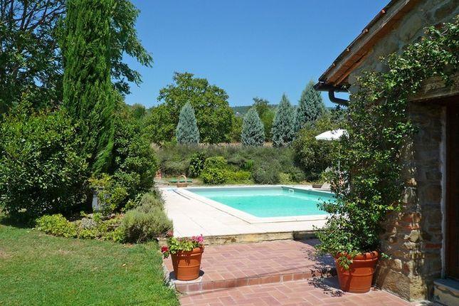 Garden And Pool of Molino Dello Zoppo Val di Chio, Castiglion Fiorentino, Tuscany