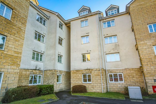 3 bed flat to rent in Queens Crescent, Eliburn, Livingston EH54